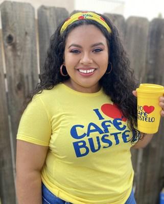 """La beca """"Café Bustelo® El Café del Futuro"""" está ayudando a la becaria de 2020, Josefina Baltazar, a trabajar por su futura carrera en servicios sociales. Josefina es una de las 20personas beneficiadas por la beca 2020. El proceso de postulación a la beca 2021 ya está abierto: se adjudicará una suma de $5,000 a cada estudiante como apoyo a sus objetivos educacionales, lo que significa un incremento con respecto a años anteriores en honor a la alianza de la marca con la película próxima a estrenarse IN THE HEIGHTS. (PRNewsfoto/Cafe Bustelo)"""