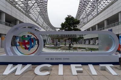 19 de mayo. Se montó el letrero de la WCIFIT para el próximo evento en el Centro Internacional de Exposiciones de Chongqing. Foto de Wang Yiling, iChongqing (PRNewsfoto/iChongqing)