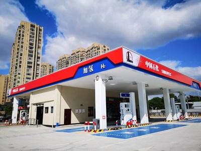 La estación de reabastecimiento de hidrógeno de Sinopec ya está en funcionamiento en China, y se planea construir y operar otras 100estaciones en 2021. (PRNewsfoto/Sinopec)