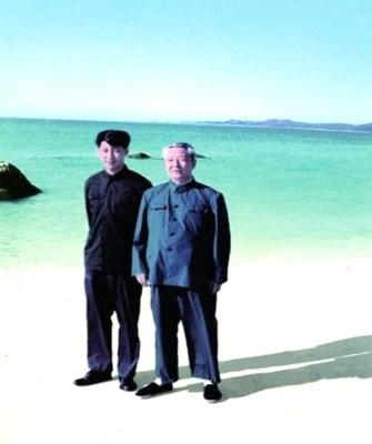 File photo of Xi Jinping (L) with his father Xi Zhongxun. /CMG